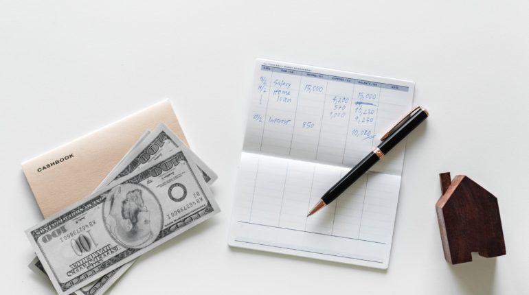 Bør man prioritere at betale gæld af, eller investere