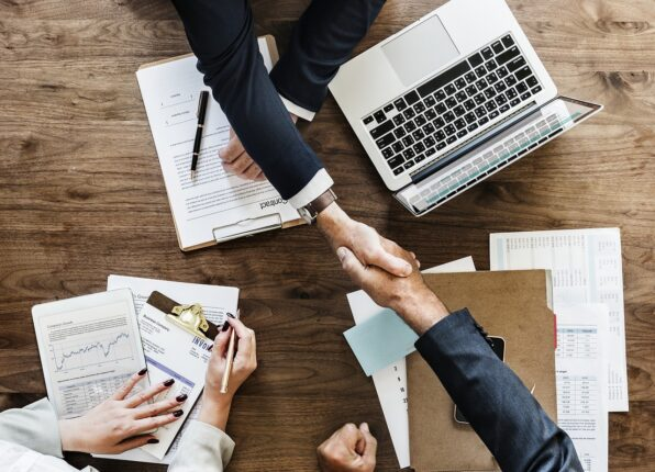 Hvilke fordele og ulemper er der ved outsourcing?